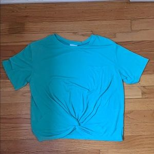 a turquoise t shirt